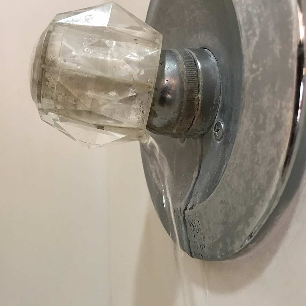 image of broken water bath faucet found during home inspection